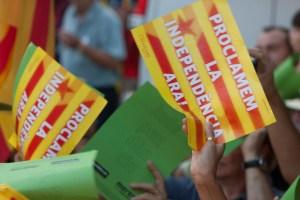 """Cartells reclamant la independència """"ara"""", a la manifestació de l'11.09.12."""